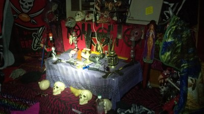 Cops Discovered More Than 3,500 Knives and a 'Satanic' Altar in a Florida Woman's Home
