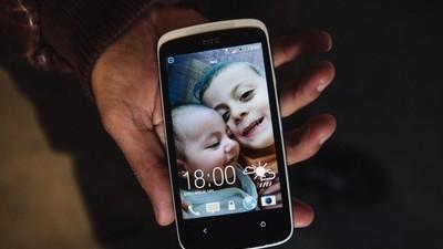 Spytaliśmy kilku uchodźców o historie tapet ich smartfonów