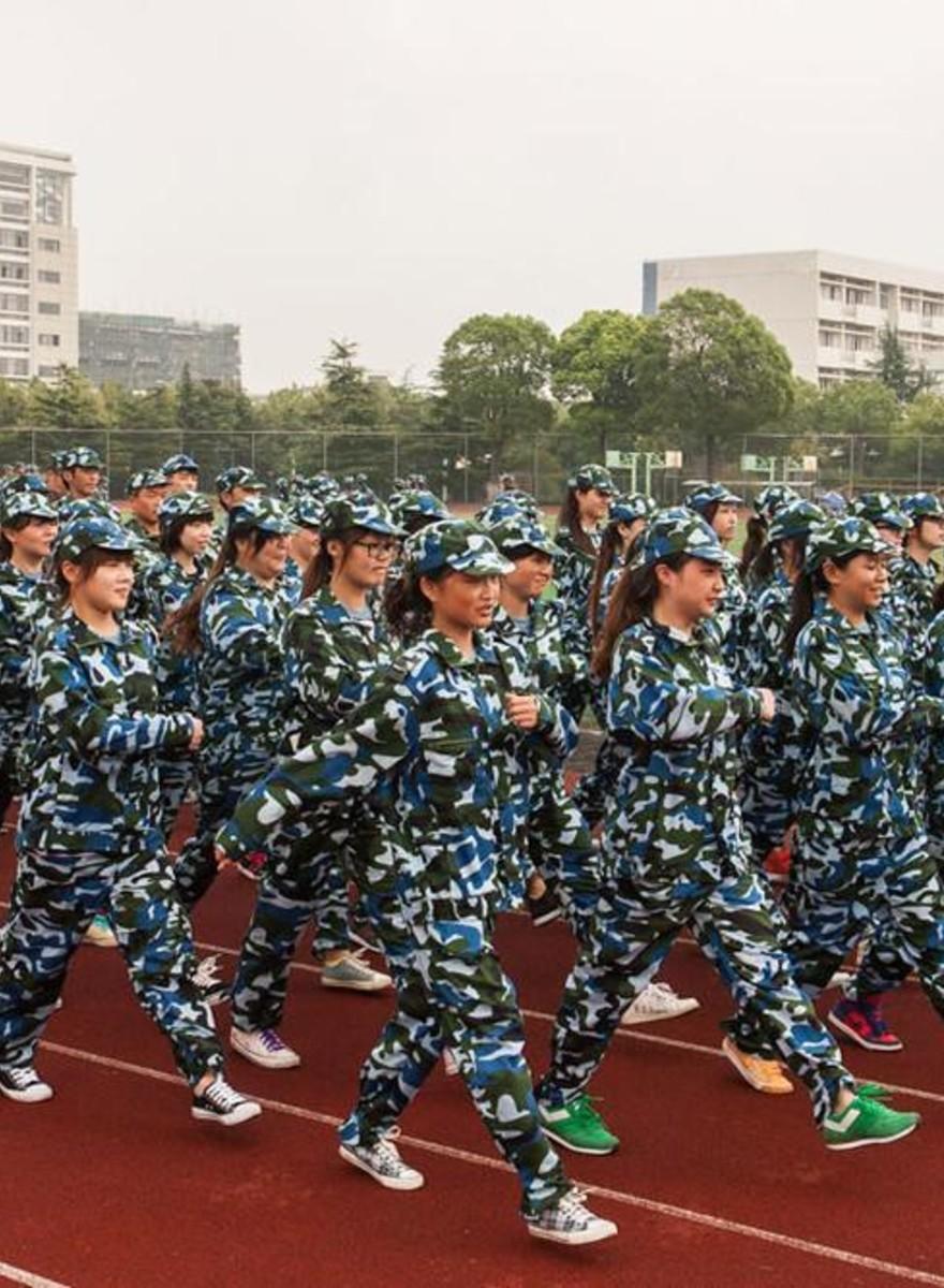 Foto dell'educazione militare degli universitari cinesi