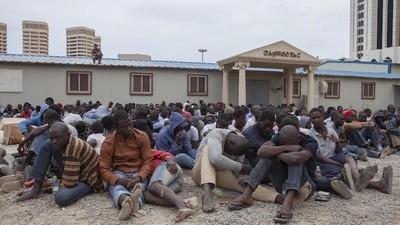 Festgenommen von Milizen: Libyens Handel mit Flüchtlingen (Teil 2)