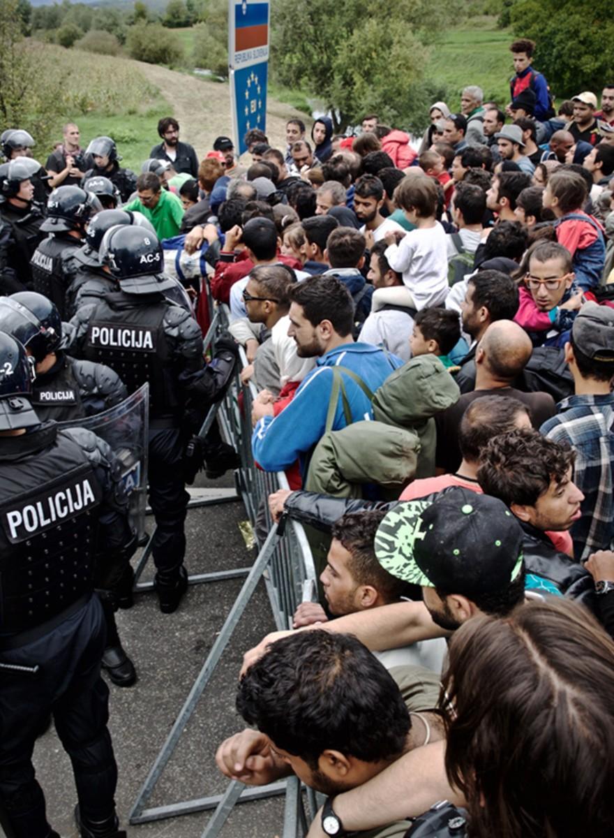 Foto's van de chaos in Kroatië, waar vluchtelingen muurvast zitten