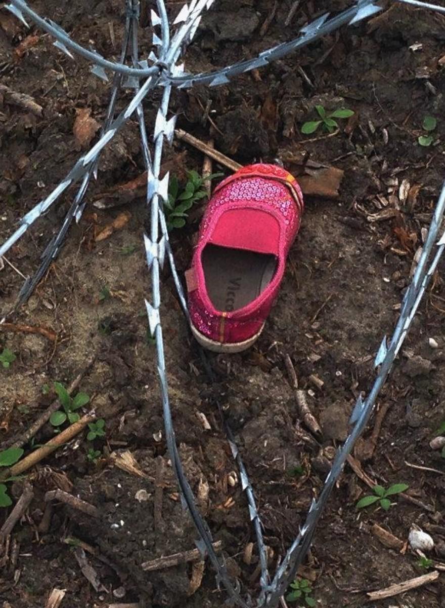 Dinge, die Flüchtlinge zwischen Serbien und Ungarn zurückgelassen haben