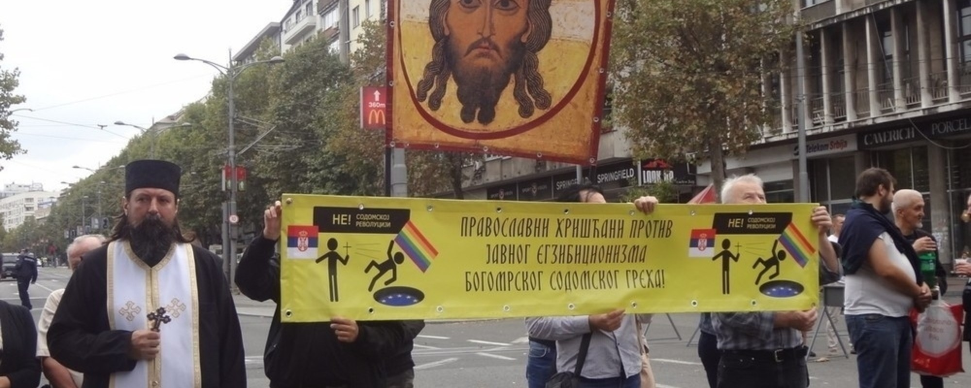 Rugăciuni și polițiști: Fotografii de la parada gay din Serbia