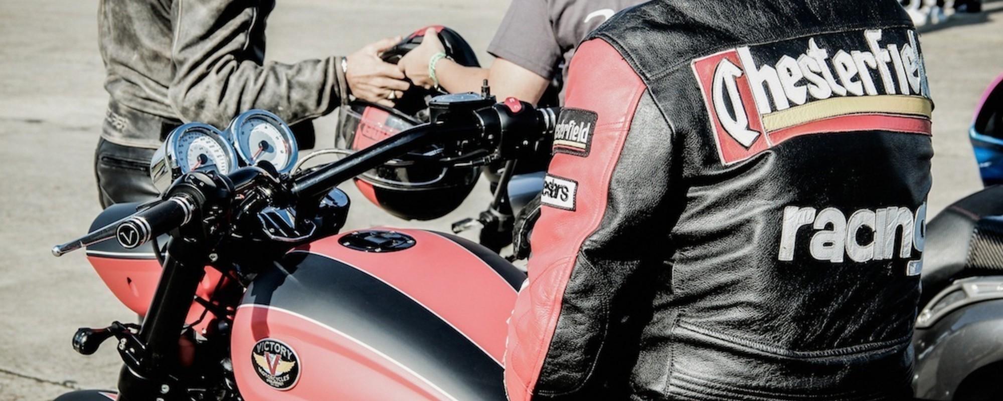 Les gens du championnat de France de dragsters moto