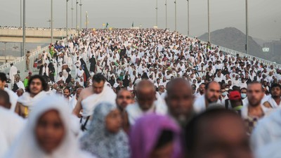 More Than 700 Pilgrims Crushed to Death in Mecca