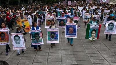 Protesta masiva en México DF en el primer aniversario de la desaparición de los 43