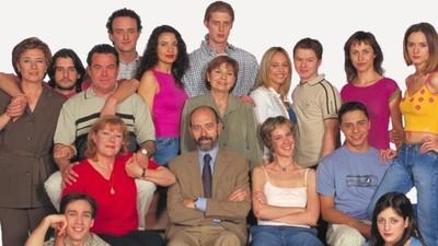 Las 7 series españolas que marcaron nuestra adolescencia