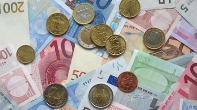 Calculettes, inflation et publicités désuètes : quand l'euro était cool