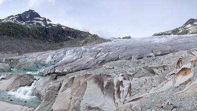 ¿Por qué algunas personas están cubriendo los Alpes con mantas?
