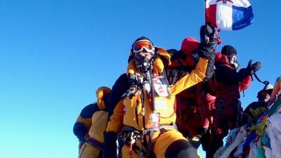 Cadavres, embouteillages et ordures : il y a beaucoup trop de monde sur l'Everest