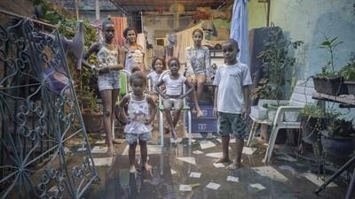 Fotografii din casele construite în mahalaua din Rio de Janeiro