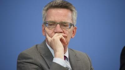 Heulsuse der Woche: Die Dresdner Turnhallenblockierer vs. Thomas de Maizière