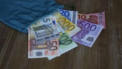 Wir haben mit einem Großdealer darüber gesprochen, was wäre, wenn die EZB wirklich den 500er abschaffen sollte
