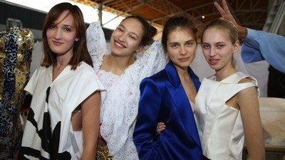 En enfer avec les assistants mode pendant la Fashion Week