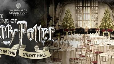 Estás invitado a la cena de Navidad en el gran salón de Hogwarts