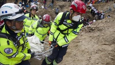 En photos : À la recherche des survivants après un glissement de terrain dévastateur au Guatemala