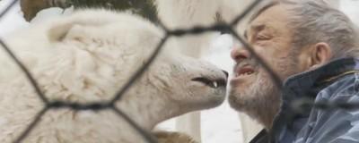 Ο Άνθρωπος που Ζει με τους Λύκους
