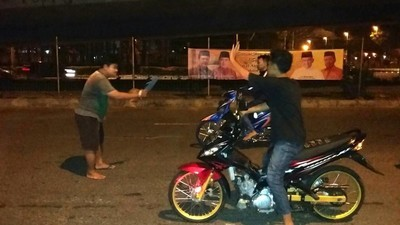Meet the Illegal Moped Racers of Jakarta