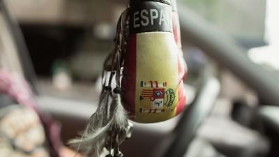 ¿Por qué la gente lleva banderitas de España en el coche?