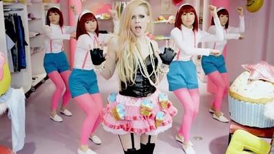Diese Verschwörungstheorie behauptet, Avril Lavigne ist tot und wurde ersetzt
