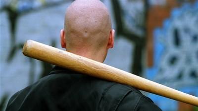 Rechte Schläger sollen aus Versehen einen 75-Jährigen zusammengeschlagen haben