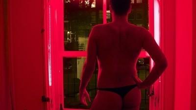 Pasé una noche intentando ser un hombre objeto en el Barrio Rojo