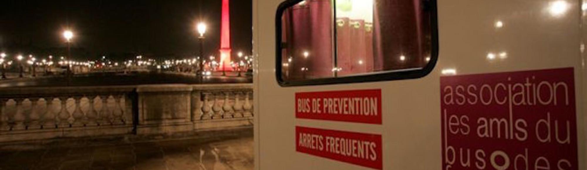 Как розово-белый автобус защищает секс-работниц в Париже