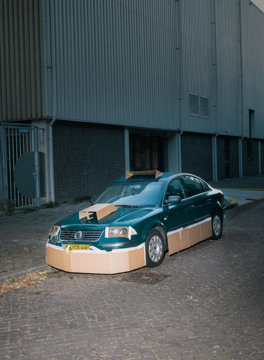 Fotograful care-ți tunează mașina cu cartoane, pe ascuns