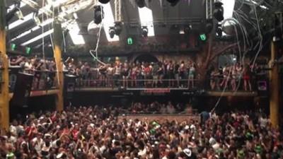 Questo video di clubber confusi a Ibiza è un'ode alle delusioni della vita