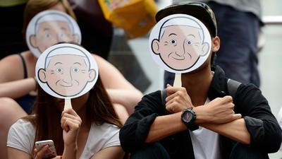 Das Vorwort zur neuen Jugendbibel von Papst Franziskus gibt uns einige Rätsel auf