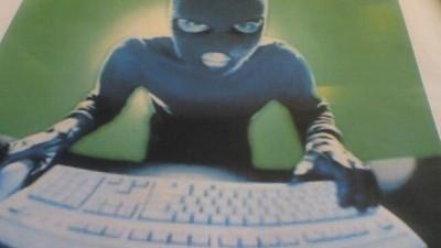 Cineva te poate urmări chiar acum, pe camera laptopului