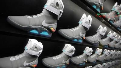 Nike se dnes vrací do budoucnosti: Se zavazováním tkaniček je utrum