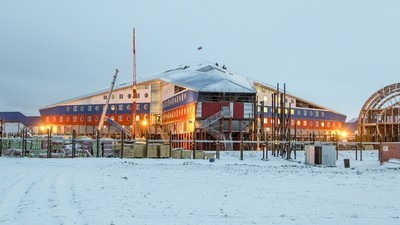 Russia Is Wrapping the Arctic in a Loving, Militarized Embrace