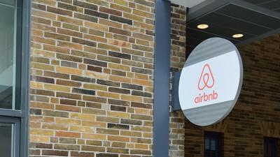 Airbnb ist mit unverschämten Werbungen ganz San Francisco auf die Füße getreten