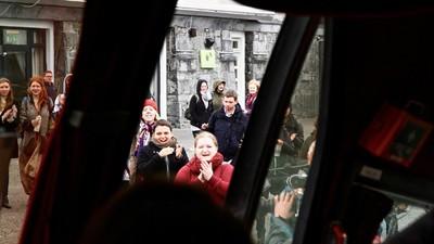 A bordo del bus irlandés que reparte píldoras abortivas prohibidas