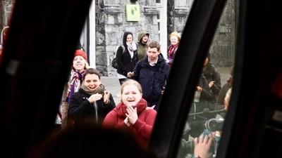 We gingen mee met de Ierse abortusbus die illegaal abortuspillen uitdeelt aan vrouwen