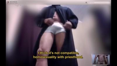 Así es como hacen cibersexo los curas homosexuales
