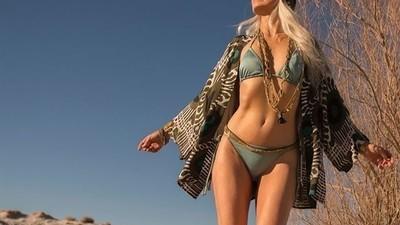 Dieses 60-jährige Model sieht besser aus als ihr in euren Zwanzigern