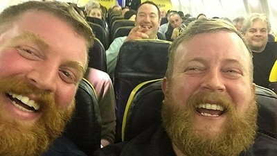 These Two Identical Strangers Took the Greatest Selfie of All Time