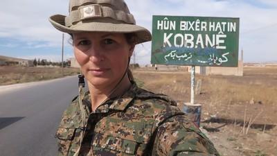 Hablamos con una exmodelo que se unió a la lucha kurda contra Estado Islámico