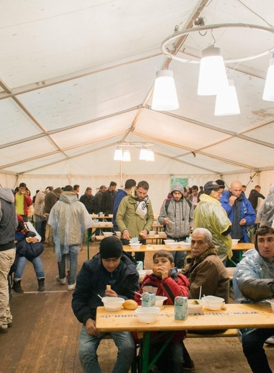 Flüchtlinge erzählen, wie es ihnen nach ihrer Ankunft in Deutschland ergangen ist