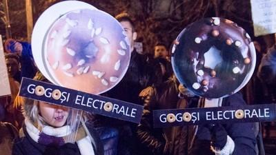 Cât erai la protest, parlamentarii români au suspendat legea votului prin corespondenţă