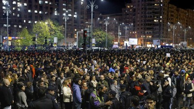 Romanian PM Quits After Huge Protests Over Fatal Nightclub Fire