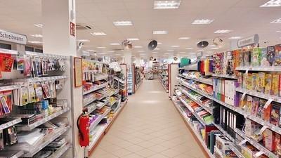 Wat is de deal met al die mensen die middenin de supermarkt hun behoefte doen?