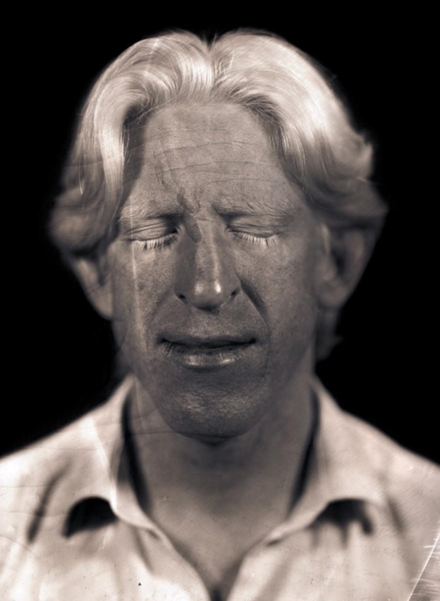 Albinos revelados en vidrio: una serie fotográfica de Javier Vanegas