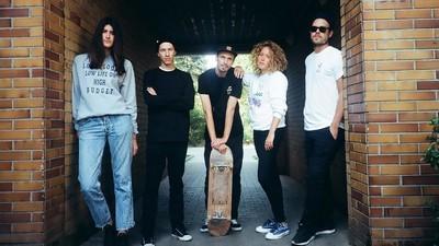 LOOKYLOOKY steht für Freundschaft, Crew Love und ein T-Shirt-Label, das gar keines ist