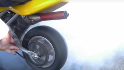 Was passiert, wenn ein Pocketbike einen Burn-Out auf einem iPhone 6s hinlegt?