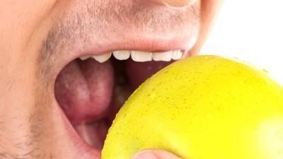 Esa rabia intensa que sientes cuando oyes masticar a alguien se llama misofonía