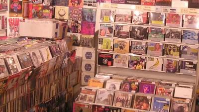 Ce am învățat despre români, după ce am lucrat într-un magazin de muzică