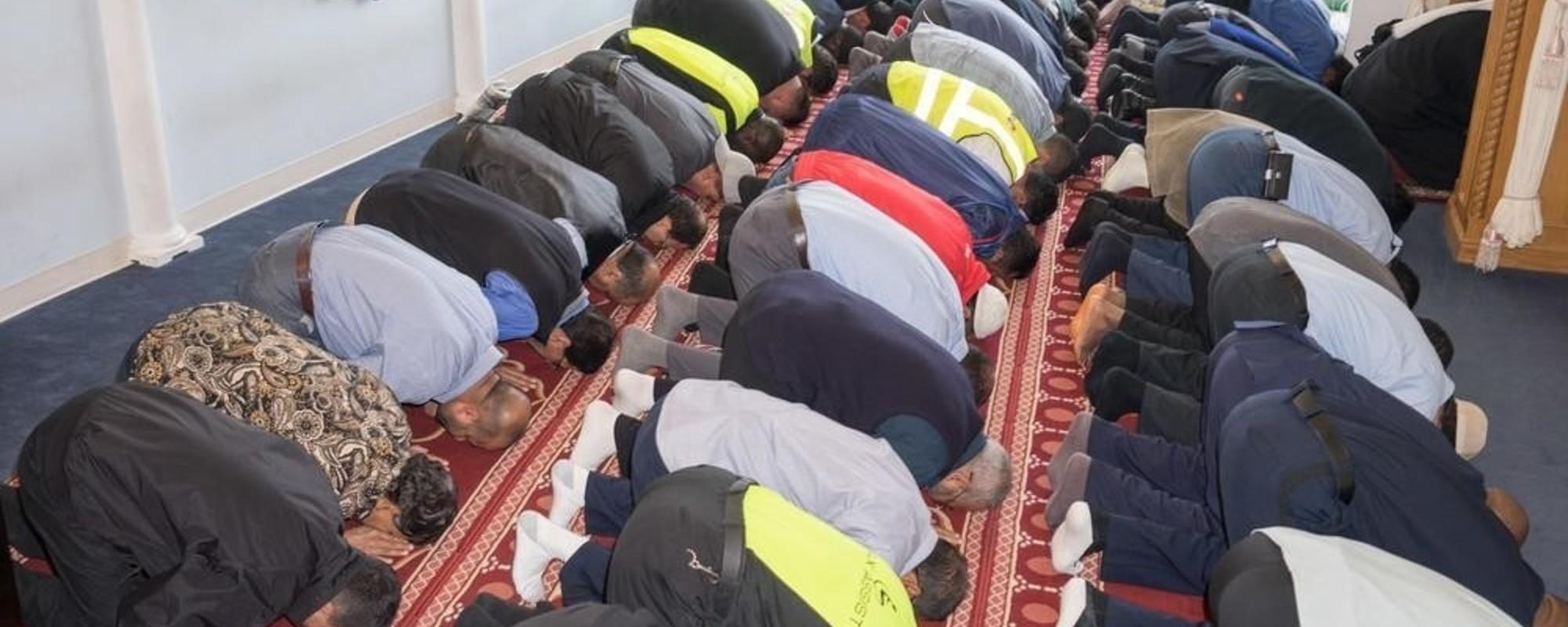 Cum se roagă oamenii în aeroport